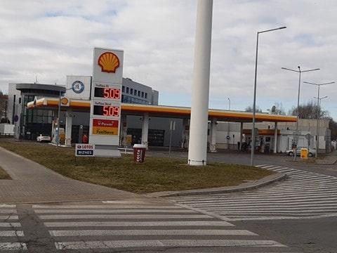 Benzyna po 5 zł na stacji Shell w Warszawie, 6 marca 2021